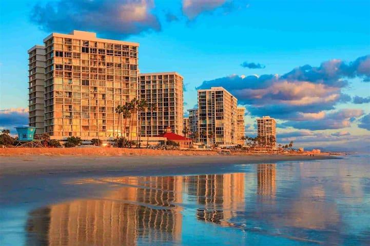 Coronado Shores - Heaven On Earth! On the beach!