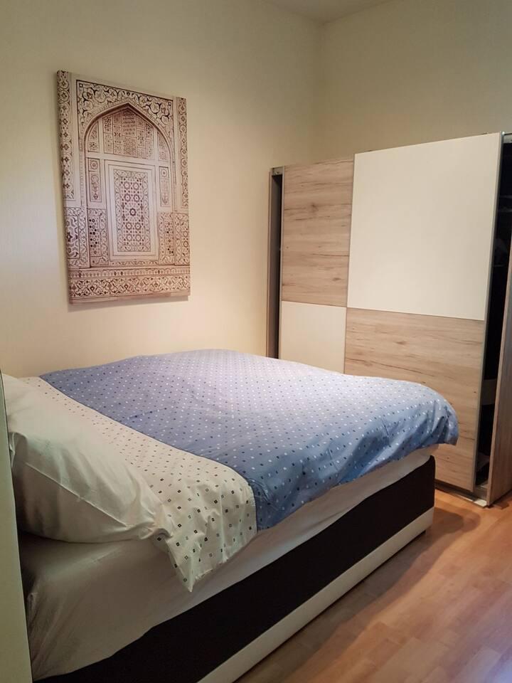 Beautiful Bedroom w/ King bed & shared bathroom
