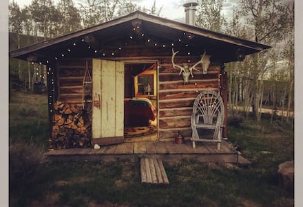 Calamity Trading Post•Trapper Cabin - Cabana