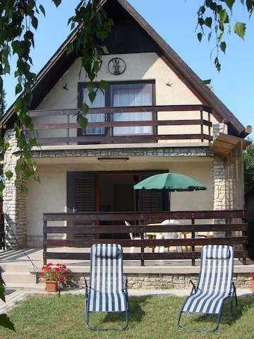 Charming holiday house 50 m from the lake - Zamárdi - Semesterboende