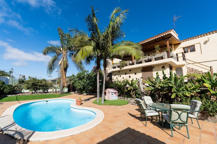 Luxurious Rural House w/ Pool & Tennis Court