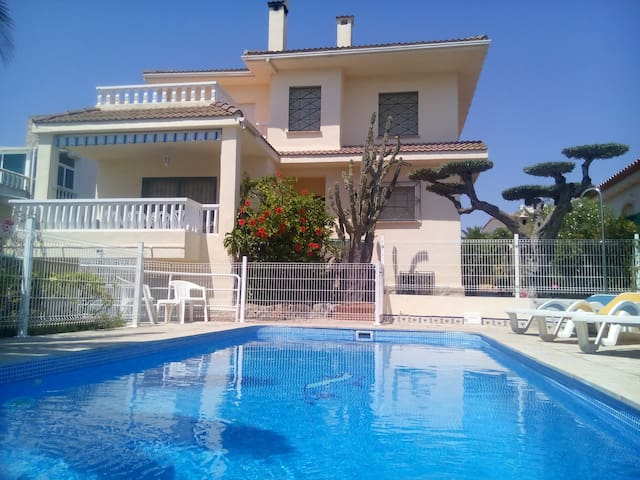Fantastic villa, 5 bdr with pool & 200M to beach - L'Ampolla - Dom