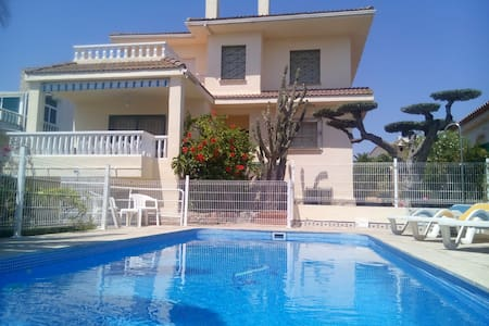 Fantastic villa, 5 bdr with pool & 200M to beach - L'Ampolla