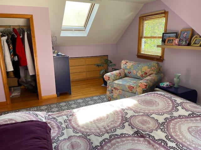 Second floor bedroom/ queen