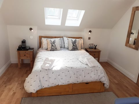 Stunning private loft-rural Stirling-lovely views