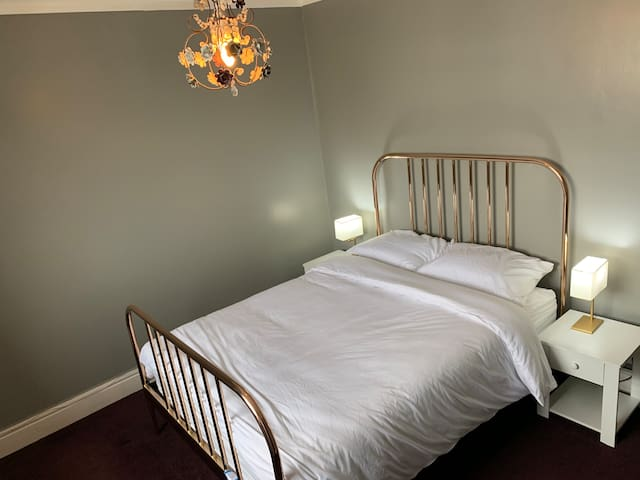 2 LARGE ROOMS PRIVATE BATHROOM *GREAT LOCATION*