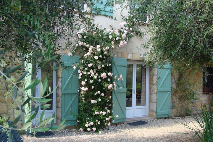Studio calme en rez de chaussée, jardin provençal. - Le Rouret - Condominio
