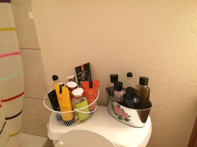 Want to smell nice but forgot your perfume or cologne? I have shower and bath accessories for both women and men.