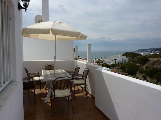 Top floor Townhouse, Stunning sea & mountain views