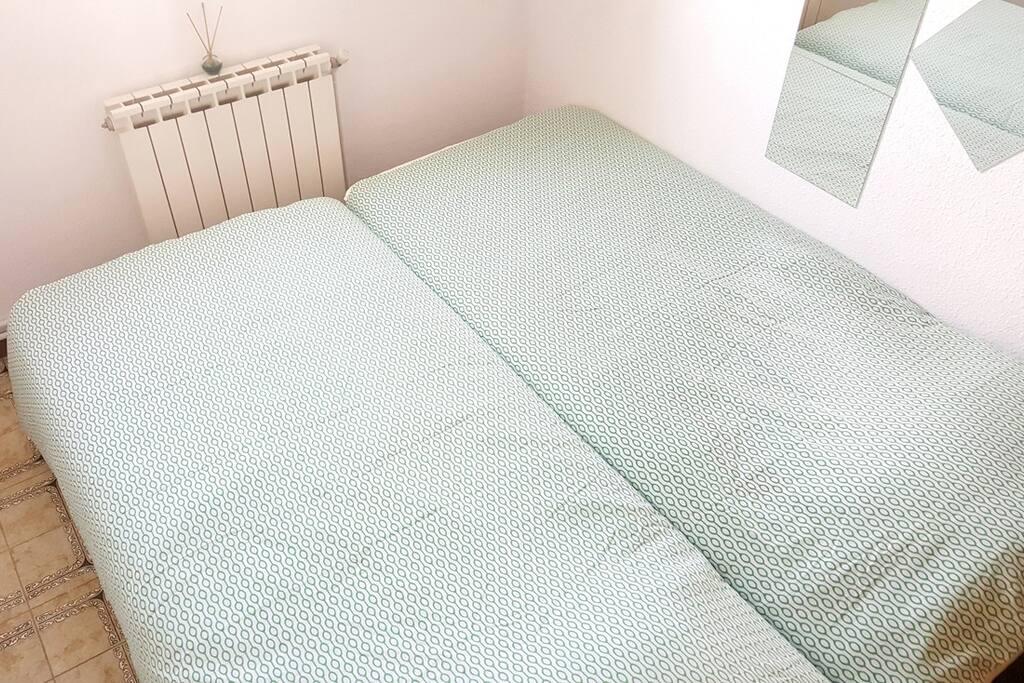 Con ambas camas unidas fijas