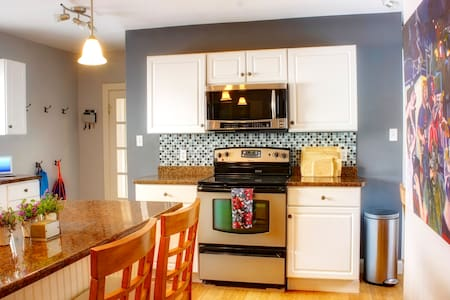 Entire home!  Downtown! - Fredericton - Maison