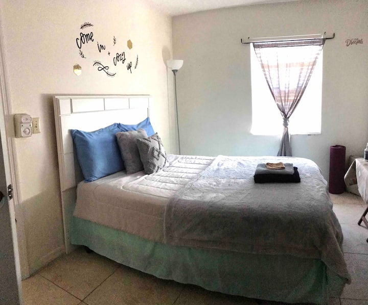 Clean, Quiet & Comfy Space 15 Mins from Airport