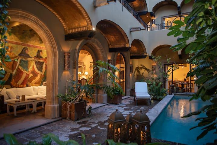 4BR Luxury House/unbeatable location: LasDanzantes