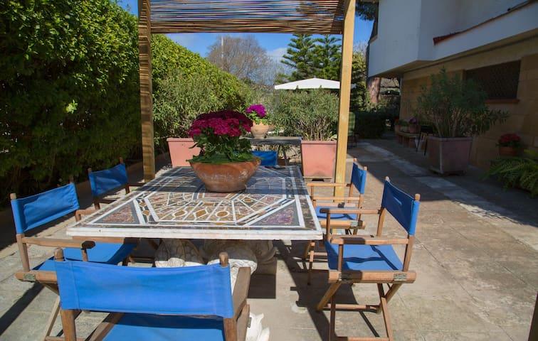 Independent outbuilding with garden - Palermo - Mertua