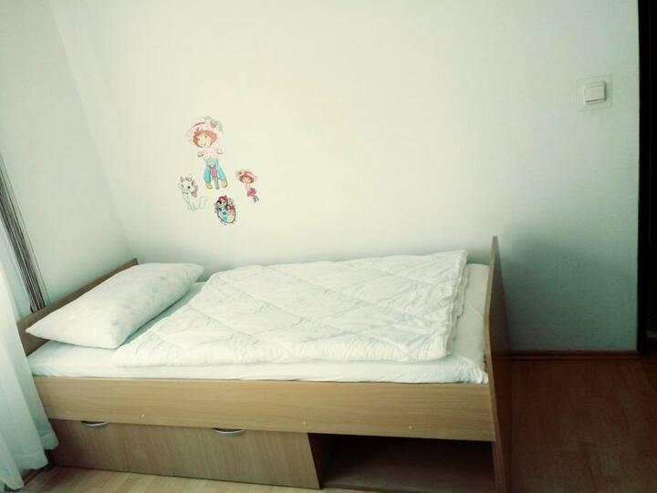 Vermiete ein Zimmer mit Bett