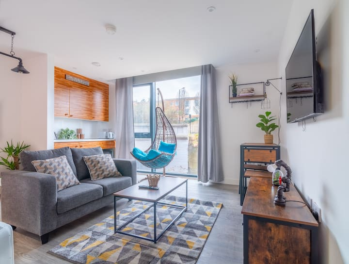Chic Cheap and Cheerful vintage apartment