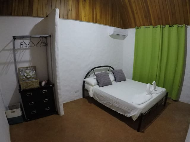 Bobo Hotel & Restaurant - Cozy Double Room!