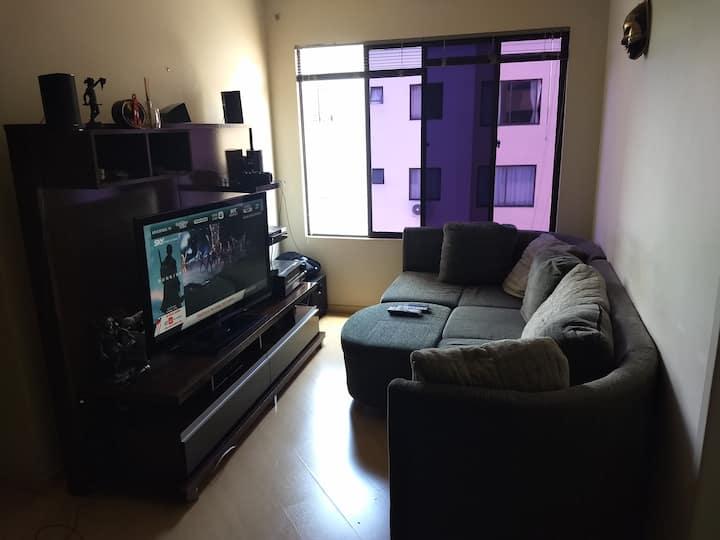 Apto em Residencial, localização ótima (05 camas)