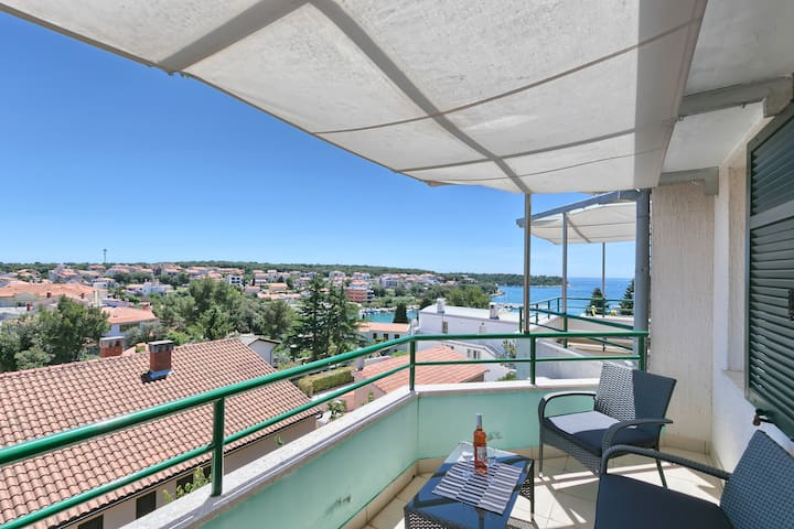 Apartmant with splendid view close to the beach
