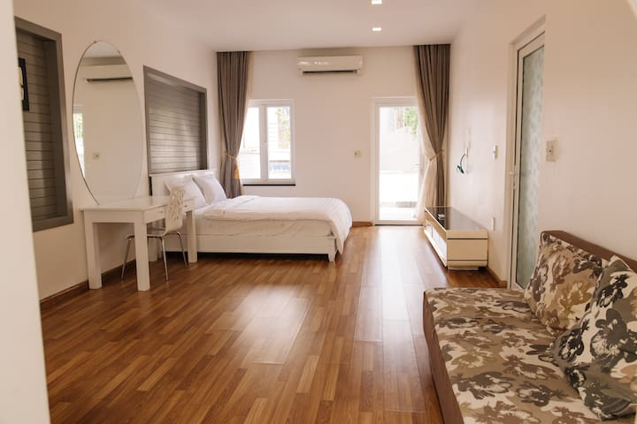 Master Bedroom #2: Queen size bed, attached full bathroom with spacious bathrooms with bathtub and shower, private a big wardrobe, high quality air-con, fan, HD cable TV, Sofa, optical Wifi, hot water, iron, hair dryer.