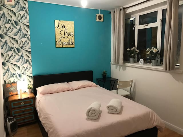 Charming Double Bedroom in Centre London