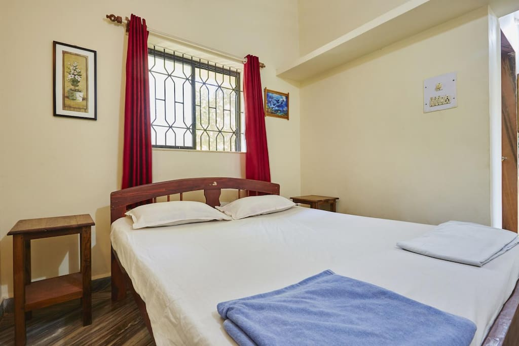 Bedroom with Double bed - Fresh linen and towel are provided to our guests