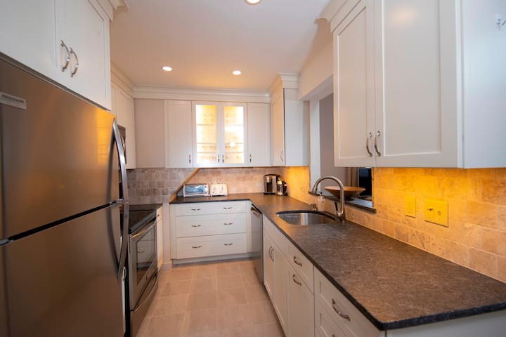 *NO GUEST SERVICE FEE* 2 Br With High Ceilings in Kettle Brook- Okemo