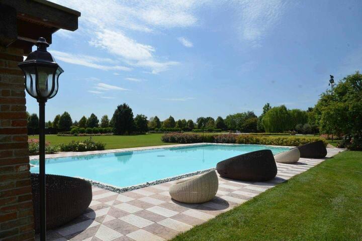 CHARME & CHIC: esclusiva villa di lusso