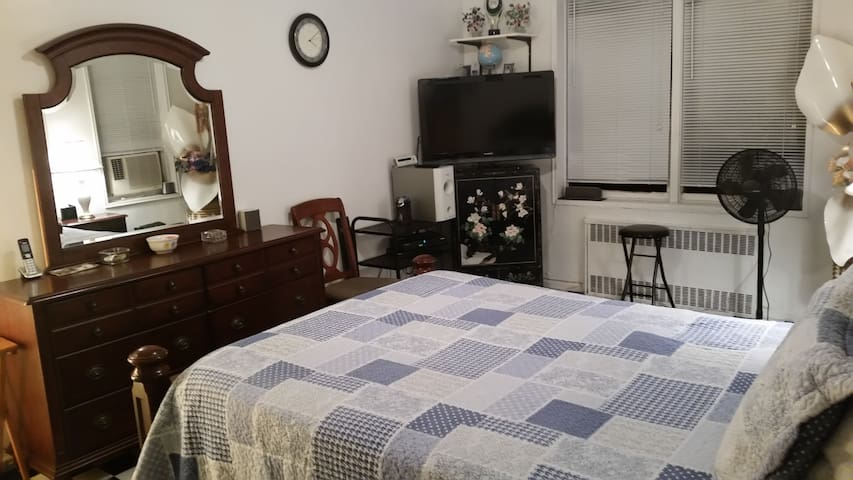 1 1/2 bedrooms fully furnished with Cable TV.