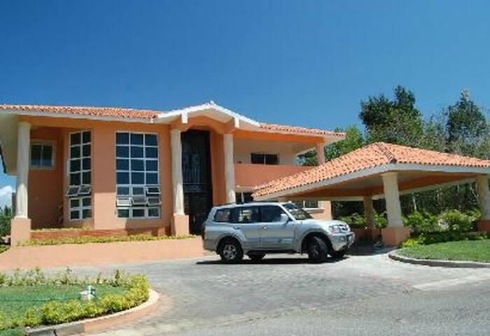Metro Country Club - Villa de Lujo
