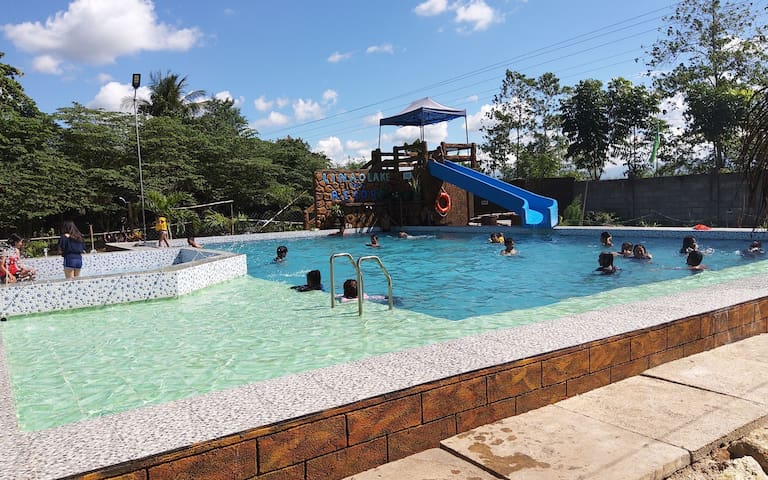 LinaoLakeFarmResort comes with Swimmingpool & Lake