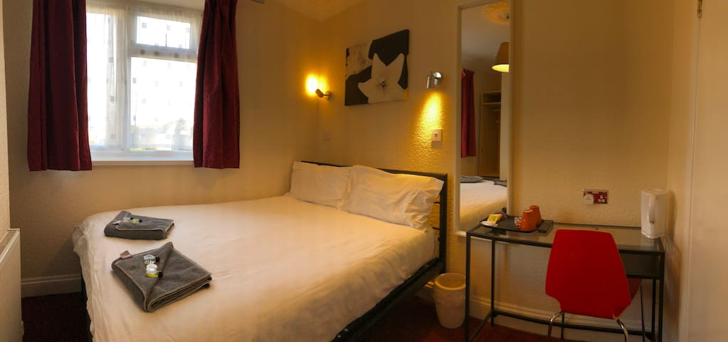 Cosy En-Suite ideally located in West London - 35
