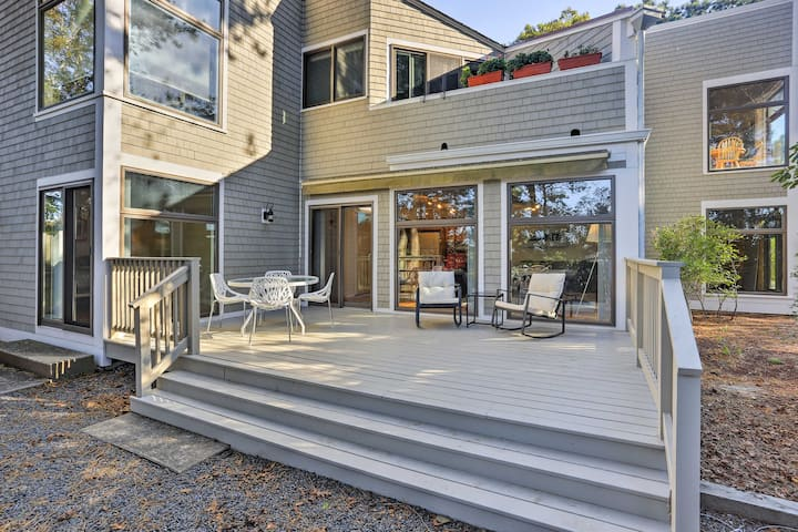 Modern Cape Cod Condo, Walk to Nantucket Sound!