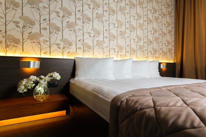 Jolly Alon Hotel & Business Center 4*