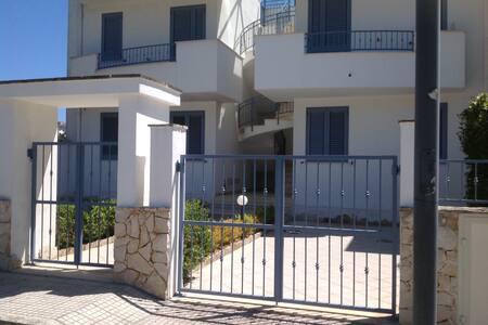 Appartamento LA CELESTINA con splendido panorama. - Castro - Apartamento