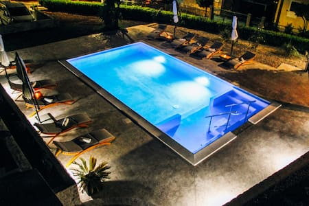 Luxury modern apartment with pool and jacuzzi 2-6