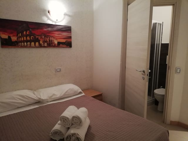 107 double room with private bathroom