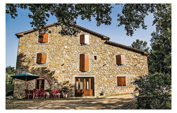 Holiday cottage with 5 bedrooms on 220 m² in Citta´di Castello -PG-