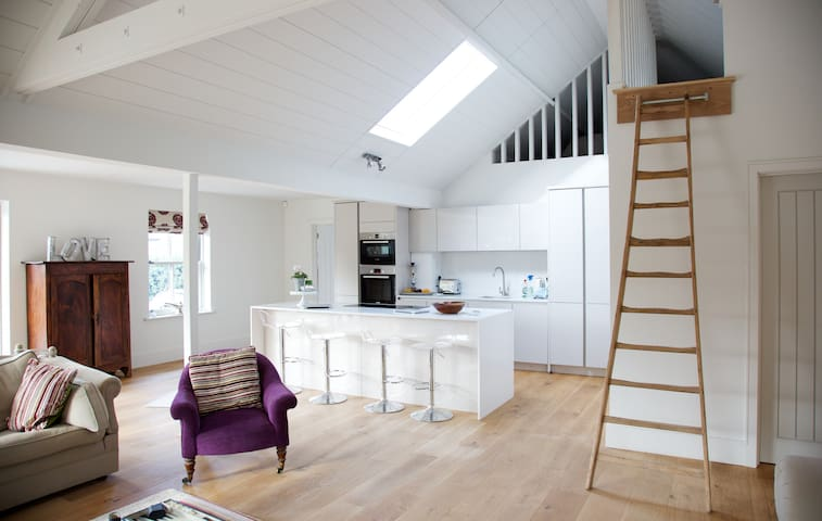 Fabulous Modern House based in Kent (sleeps 8)