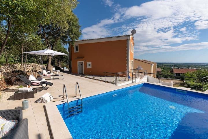 Holiday home Casa Mare with swimming pool
