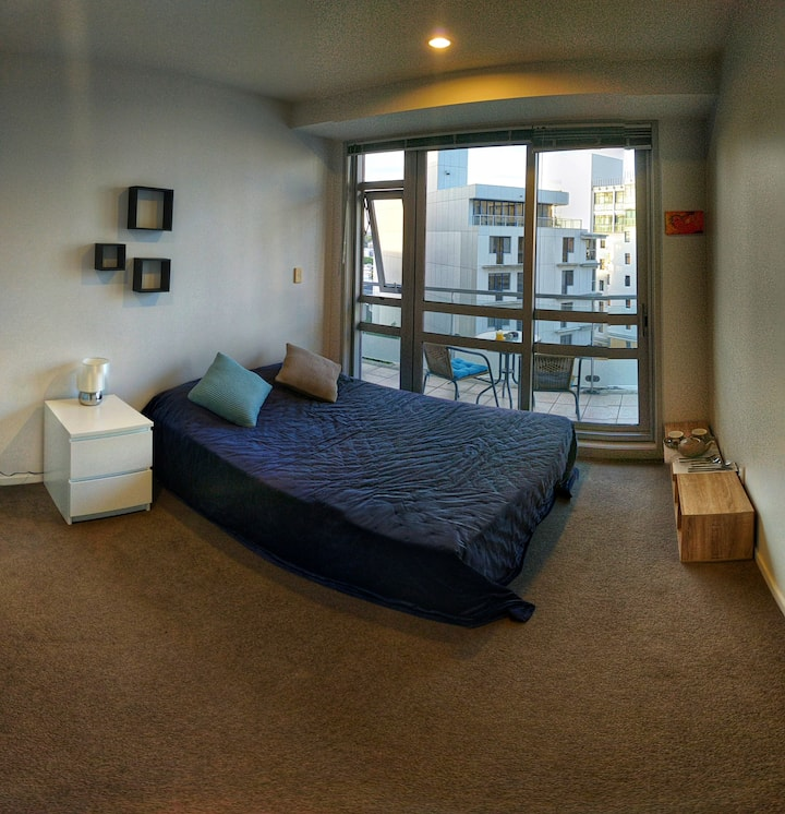Awesome room in the heart of Auckland