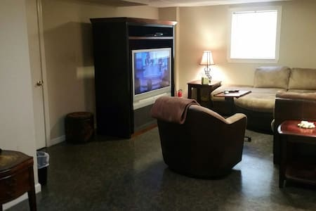 Private Basement Apt 10 to 15 min. from downtown - birmingham  - Pis