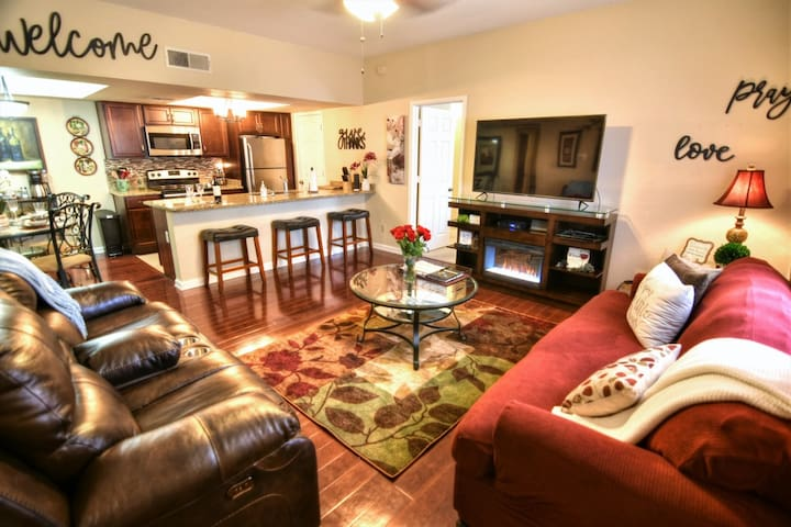 Tuscan Inspired 2 Bed 2 Bath Condo Pets Welcome!