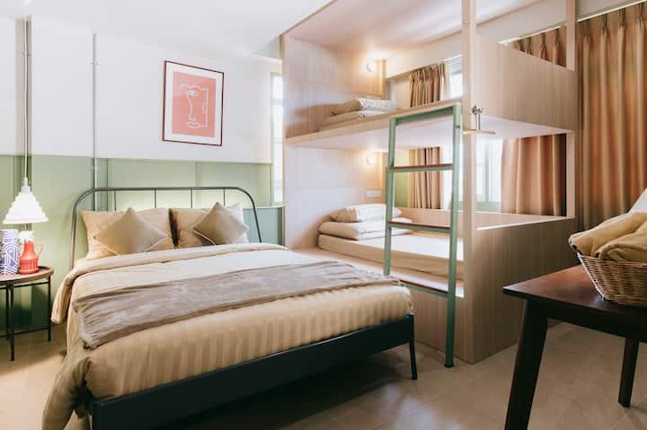 New!Muan Big room (max4)Thapae Gate/Breakfast+Wifi