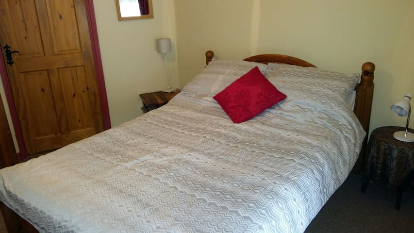 Bijou house with double bedroom.