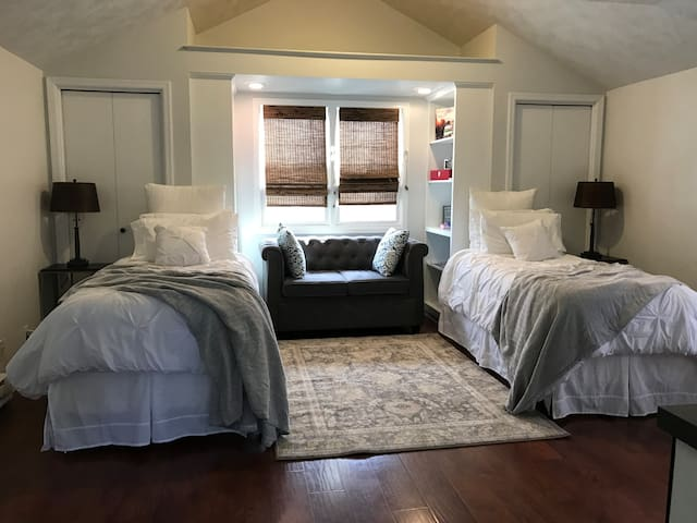 Quiet All Private Tiny House/Bed/Bath in W. Omaha - Omaha - Rumah Tamu