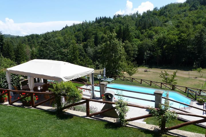 Il Fienile, pool, hot tub and sauna available