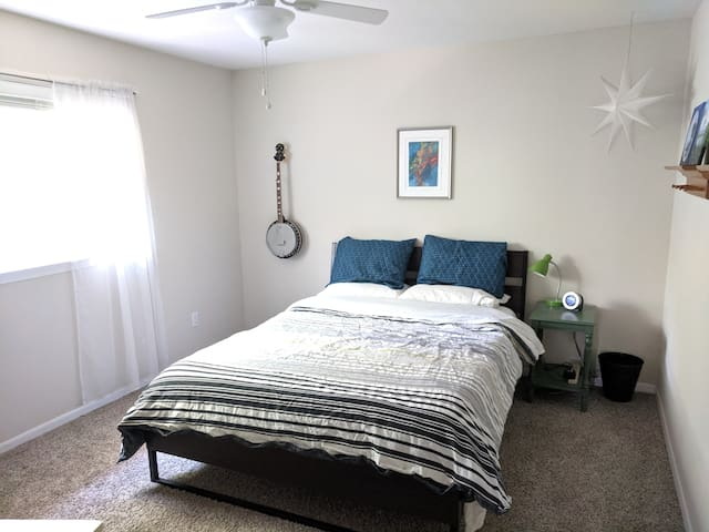 Private Room in NW Austin