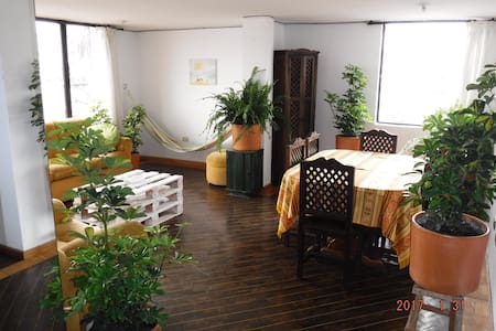 La Floresta- Great furnished room shared apartment - Quito - Guesthouse