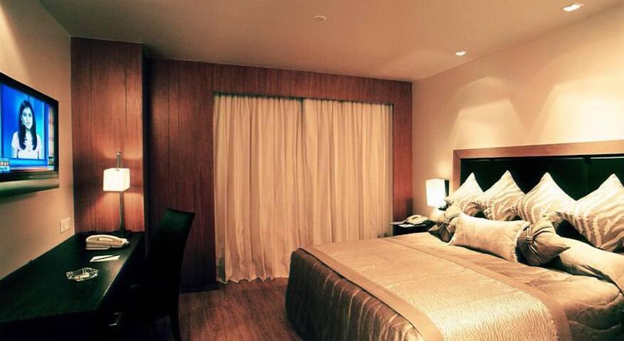 Grand 2 Bed Saket Suites - New Delhi - ニュー·デリー - アパート